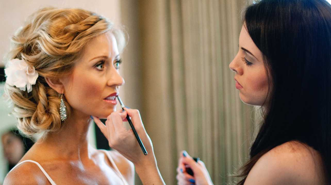 Makeup Artist which subjects are most emphasized in college