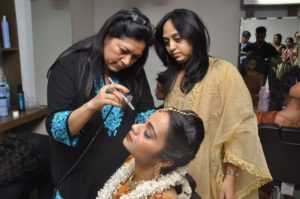 مدرسة دلهي ماكياج الفنان