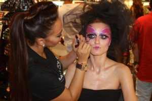 Emirates Dubai maquillaje Escuela artista