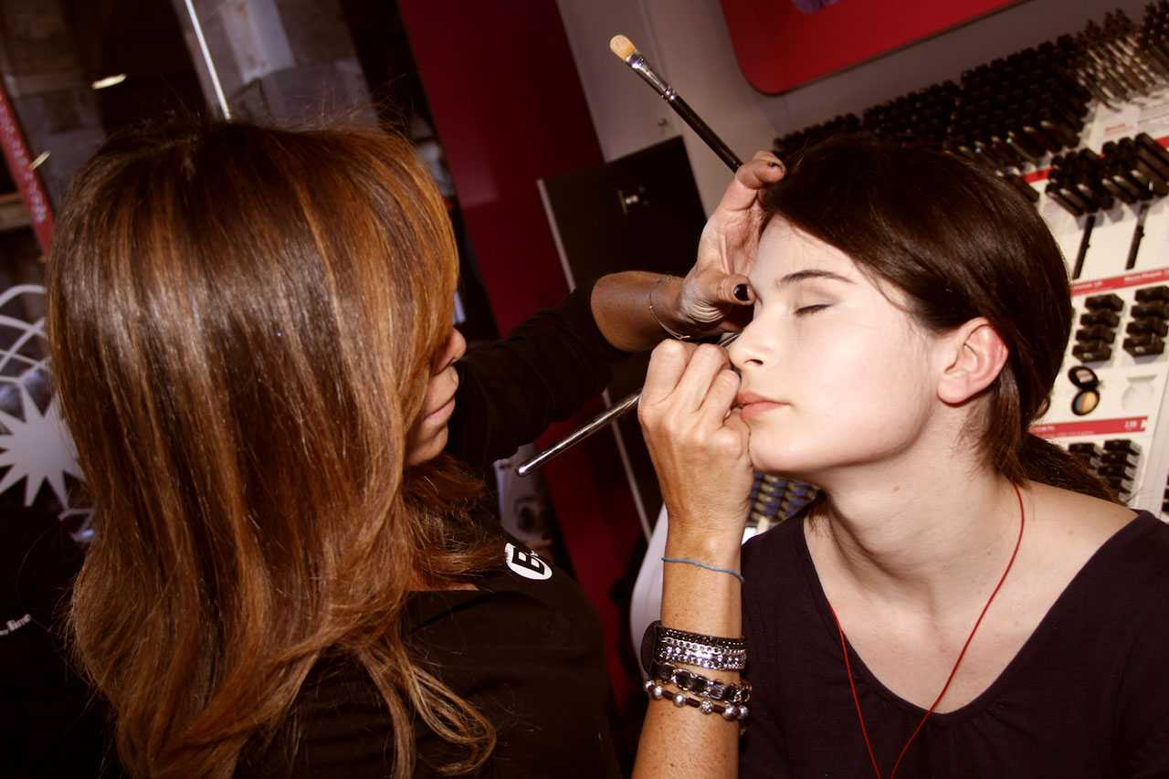 Makeup artist comp