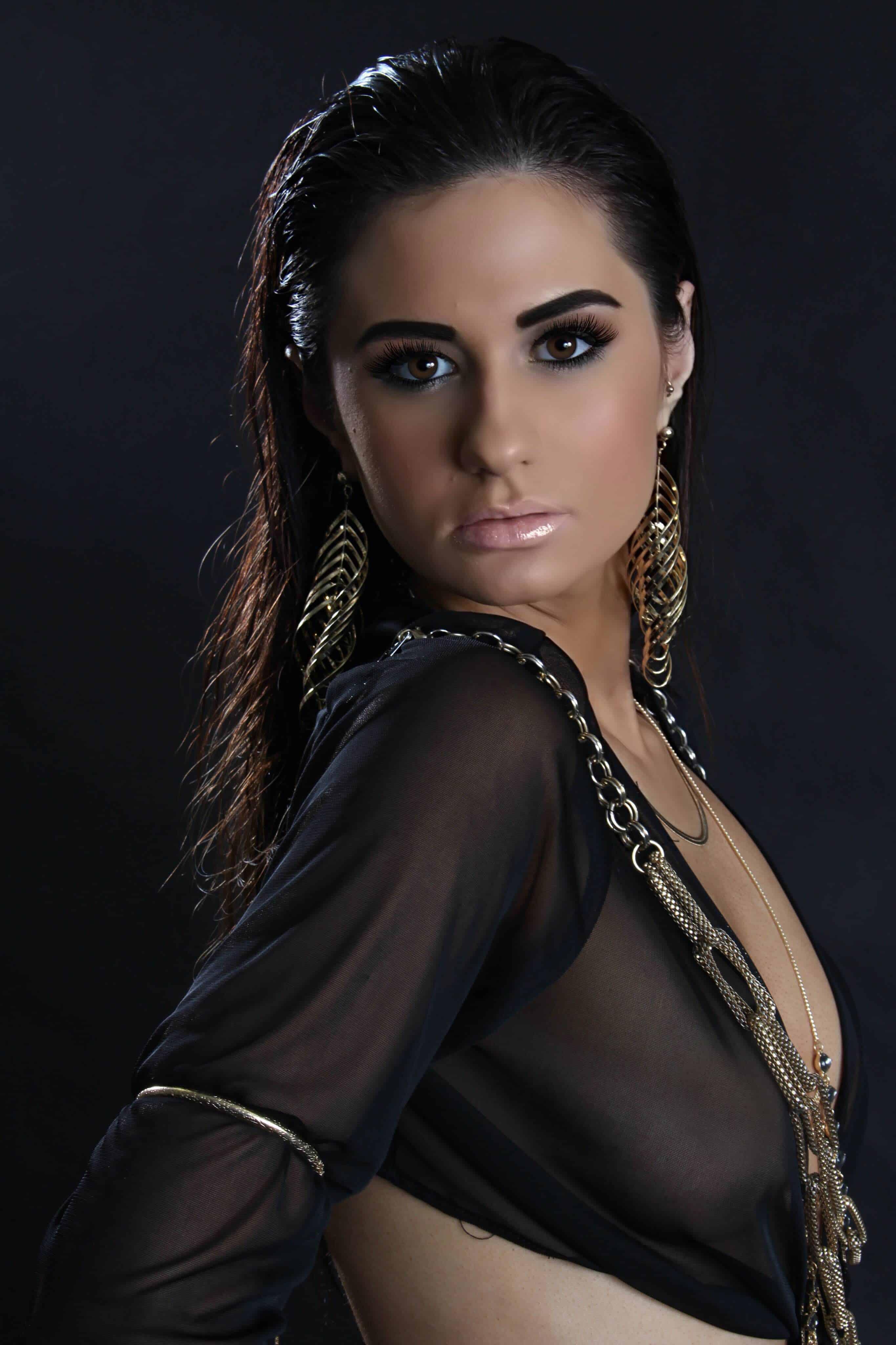 alexa-model-makeup100